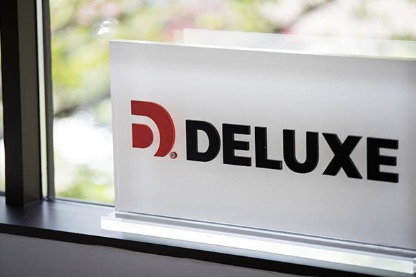 Deluxe Logo For Streaming Data Platform